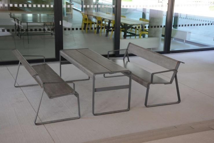 La Superfine tafel is robuust, hufterproof en vandalismebestendig