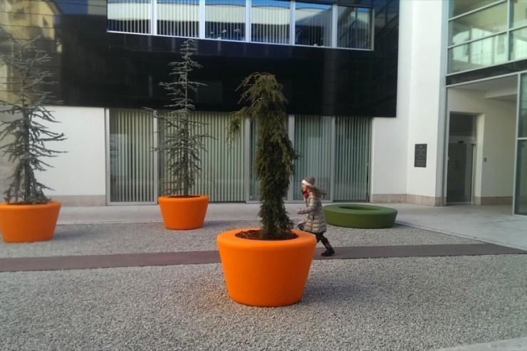 Loop Cone plantenbak een kleurrijke ronde bak