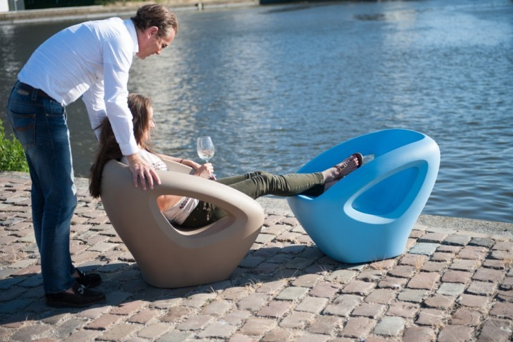 Seaser loungchair lounge stoel voor buiten van kunststof ronde vormen in groen geel blauw zwart grijs oranje wit roze voor dakterras kantoor entree praktijk zitje op gang van kunststof duurzaam recyclebaar buitenmeubilair