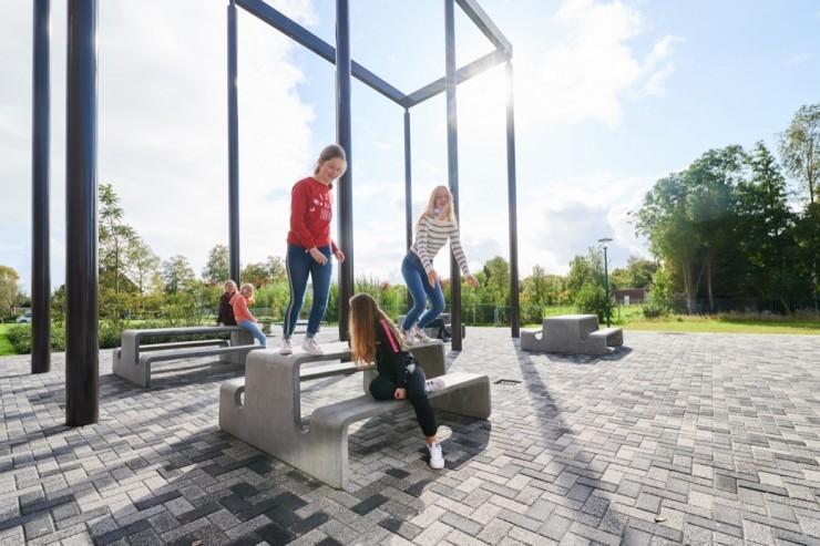 Tour picknicktafel van beton