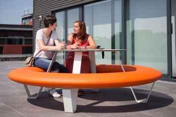 Buddy picknicktafel nodigt kinderen uit om te studeren en leren