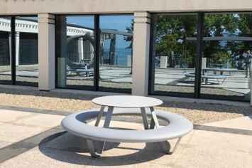 Buddy picknicktafel voor een speelse openbare buitenruimte