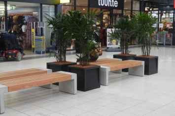 Frame vierkante of rechthoekige plantenbak van gepoedercoat staal in het antraciet grijs zwart voor buiten en binnen buitenbak voor planten bomen struiken en bloemen in de openbare ruimte publieke ruimte zoals kantoor dakterras winkelcentrum entree