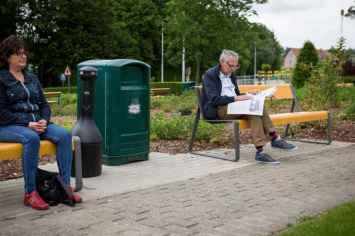 La Superfine bank om te rusten of te zitten in het park