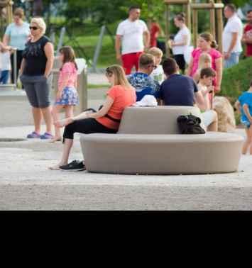 Loop Bank Rond met Rugleuning kent een kindvriendelijke uitstraling