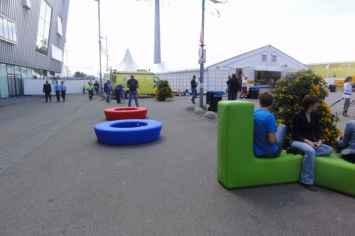 Loop bank rond creëert een gezellige en speelse omgeving