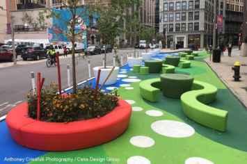 Loop Arc bank creëert een speelse en vrolijke omgeving