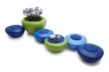 Scoopi zitelementen passen goed bij de ronde scoop plantenbak van kunststof leuk voor schoolplein of schoolmeubilair of winkel kantoor entree ontvangst praktijk wachtkamer om leuk gekleurd plek te maken waar mensen wachten of ontvangen worden gemaakt van