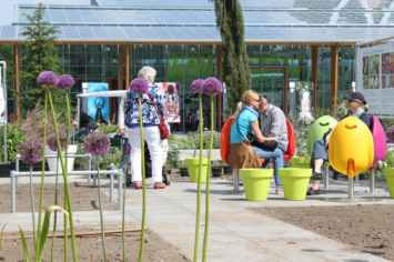 Tulpi stoel creëert een gezellige en sfeervolle omgeving