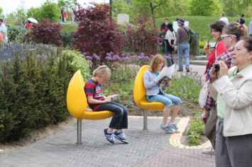 Tulpi stoel voor parken, pleinen en recreatiegebieden
