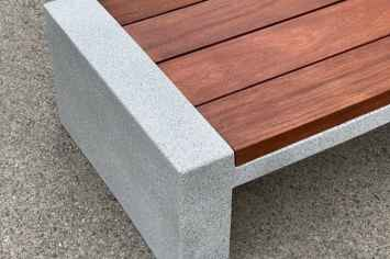 Vora bank met duurzaam onderstel van gewapend beton