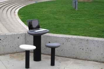 Cell tafel en kruk perfect om te werken - openbare ruimte