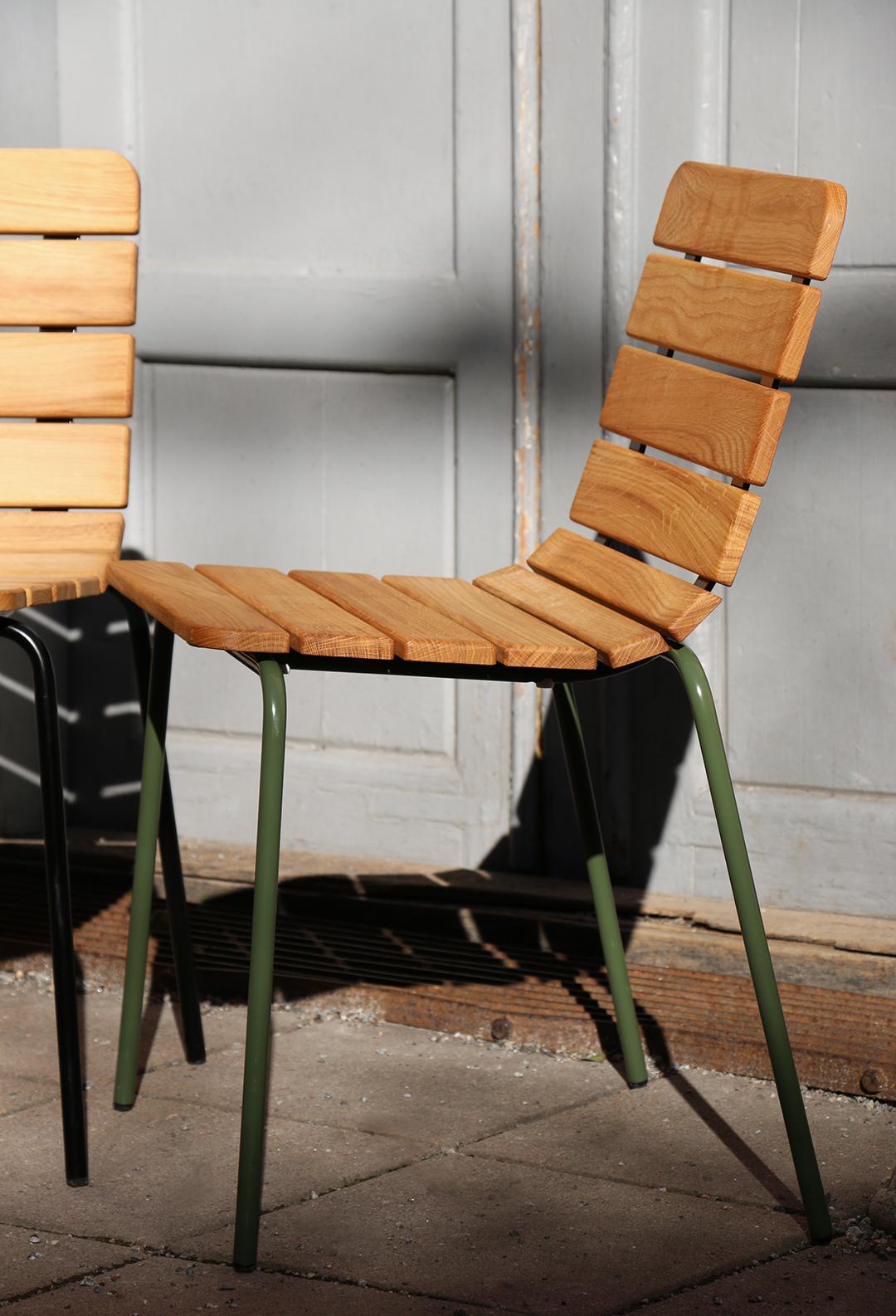 11th stoel - zitting van hout en frame van staal