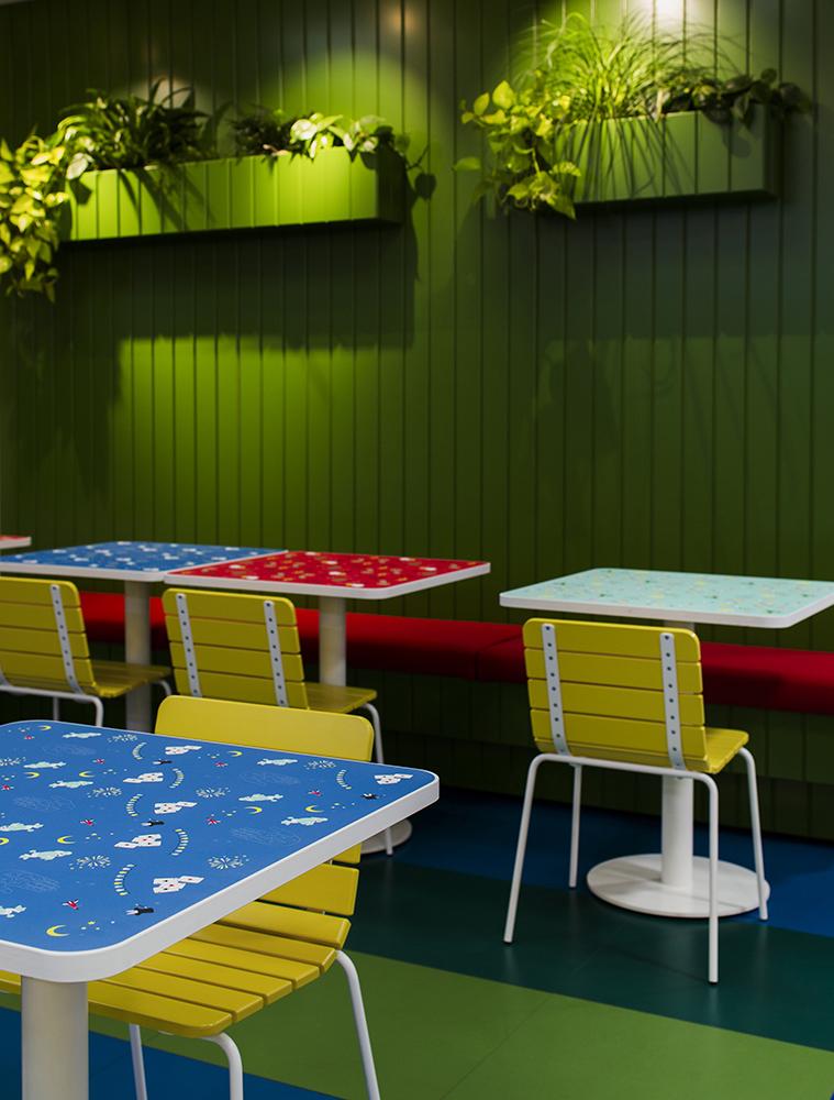 11th stoel beschikbaar in verschillende RAL kleuren