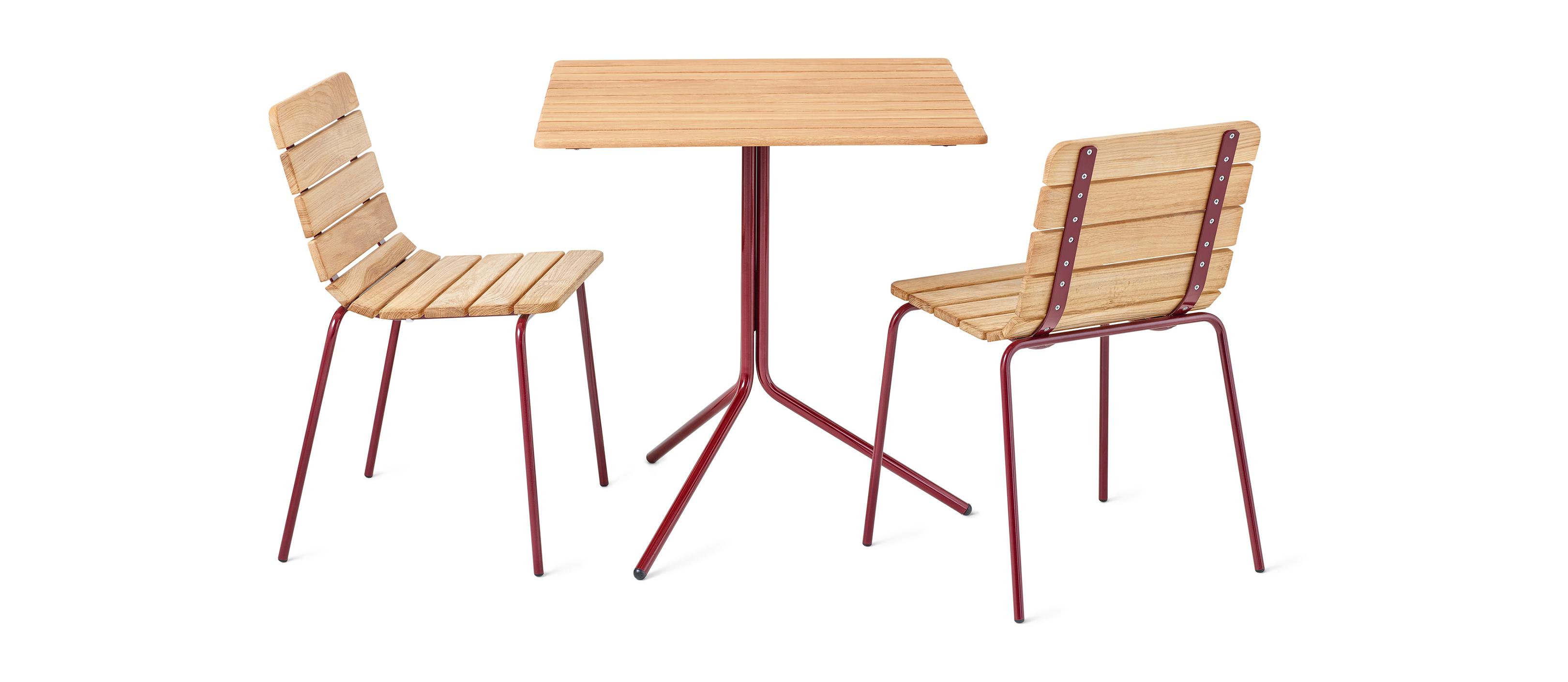 11th stoel is opgebouwd uit tien geoliede eiken latten