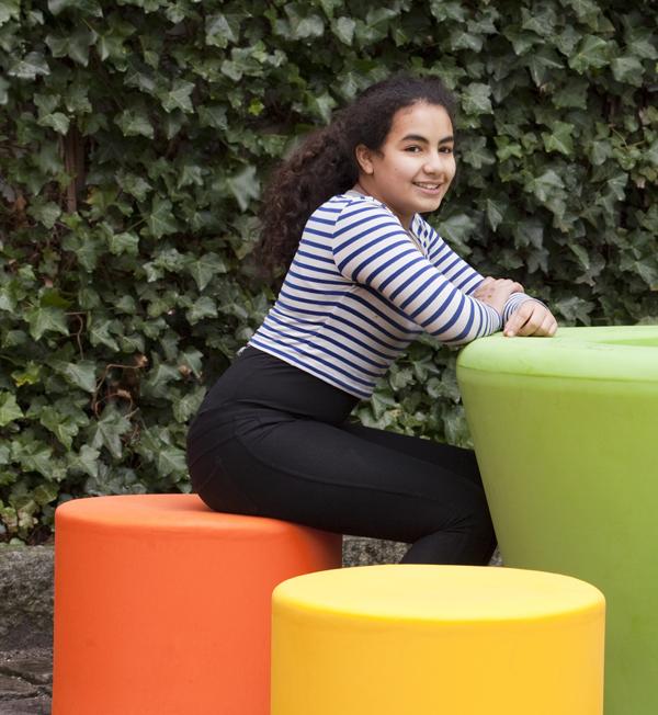 Loop Cone tafel is een opvallende en kleurrijke tafel