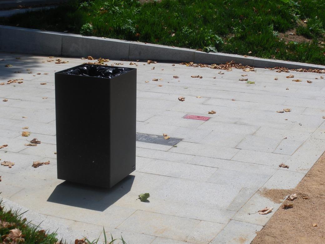 Alras M afvalbak - functionele bak met minimalistische lijnen