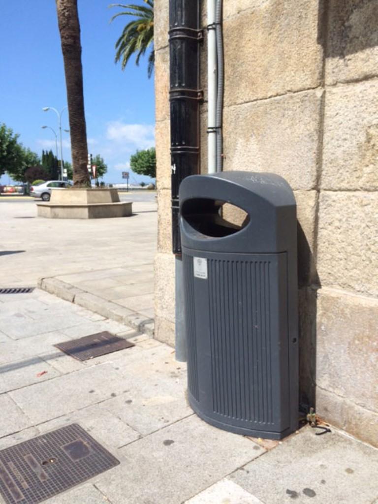 Praktische afvalbak voor de openbare ruimte