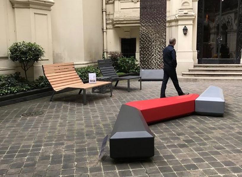 Coffin Lounge bank geschikt voor de openbare buitenruimte