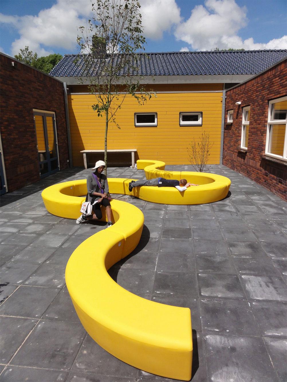 Loop Arc bank beschikbaar in opvallende kleuren - geel