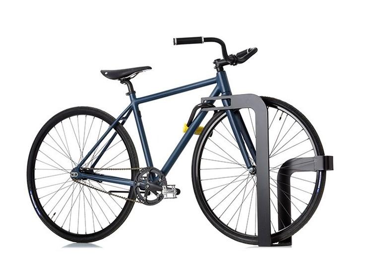 Ekeberg fietsenrek ook wel fietsbeugel genoemd van staal in het zwart om een fiets aan vast te zetten