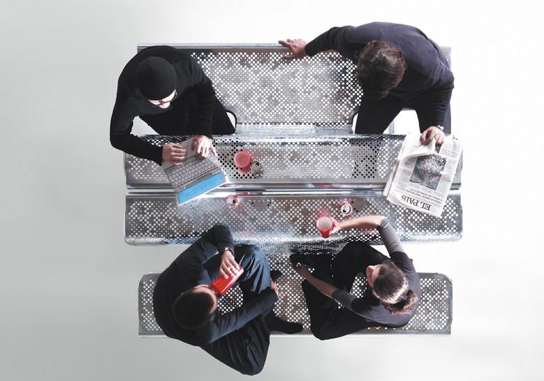 El Poeta Bank nodigt mensen uit om samen te werken