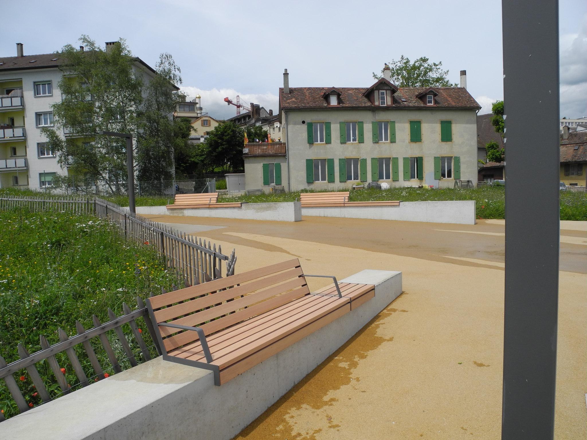 Hop Hop bank geschikt voor pleinen of parken