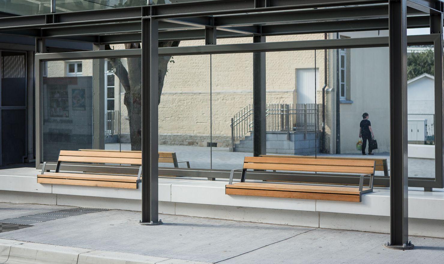 Hop Hop bank als wachtbankjes bij stations en scholen