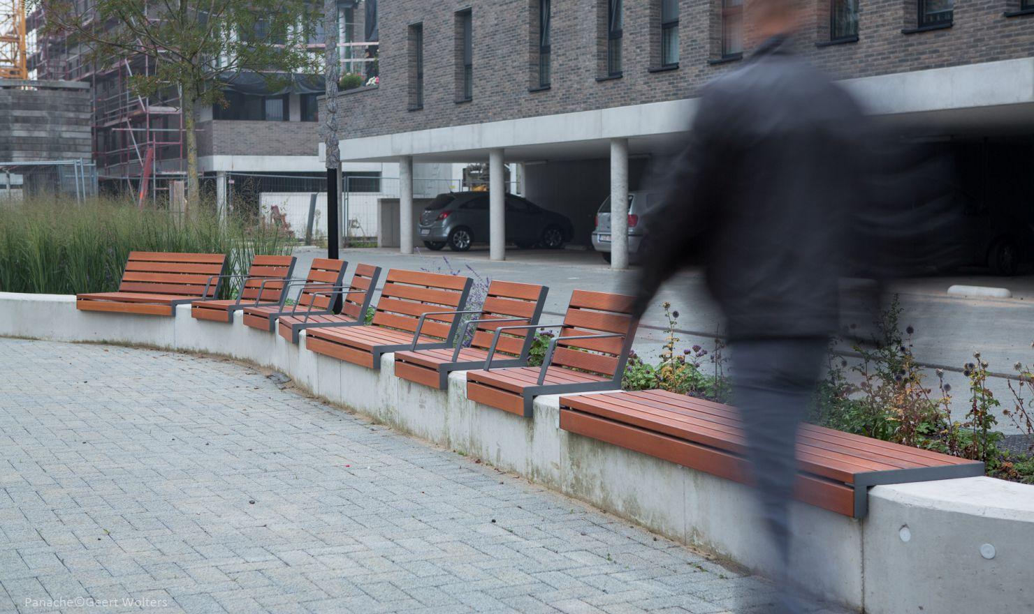 Hop Hop bank creëert veel zitgelegenheid in de buitenruimte