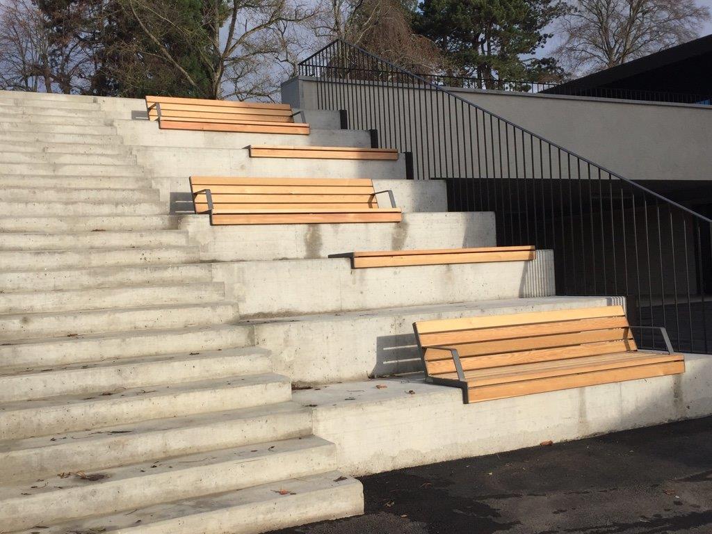 Hop Hop bank is te plaatsen op traptreden
