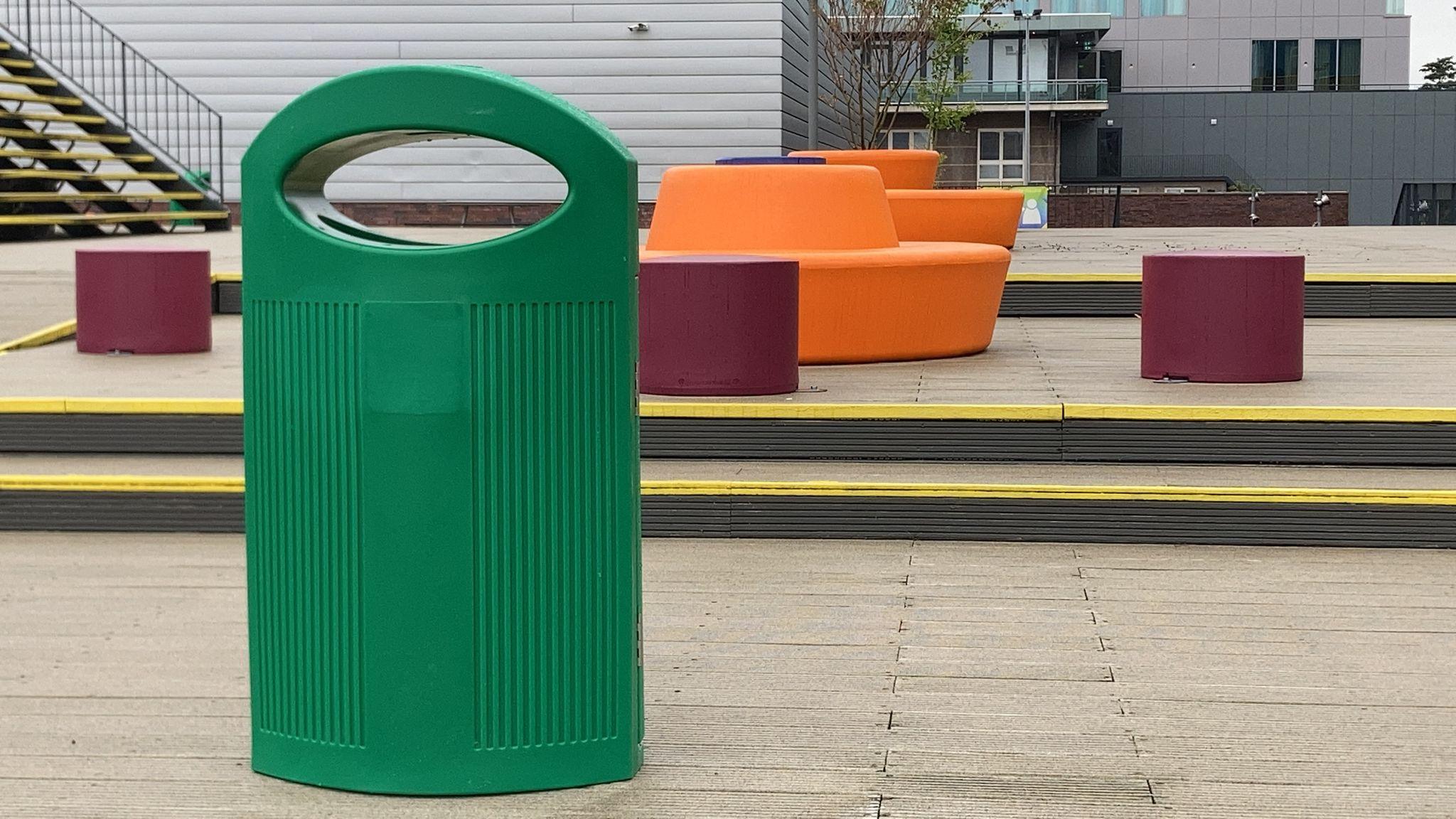 Ibiza afvalbak van kunststof - voor op het schoolplein