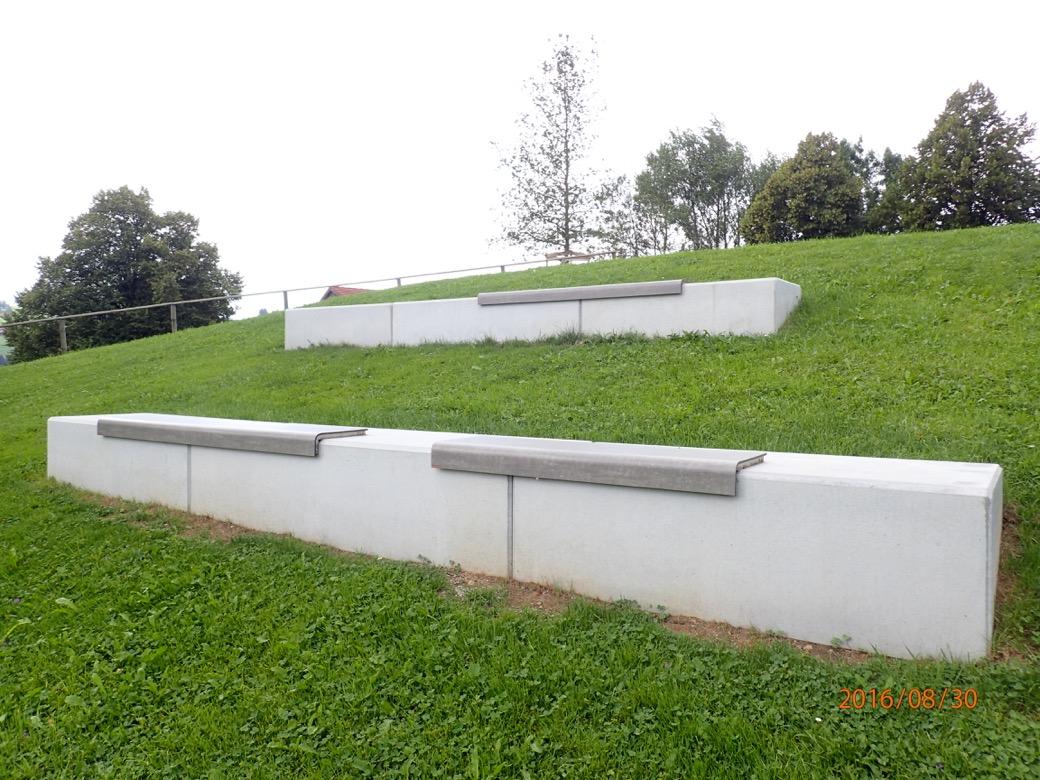 Il Posto bank is te plaatsen op trappen, randen en wanden