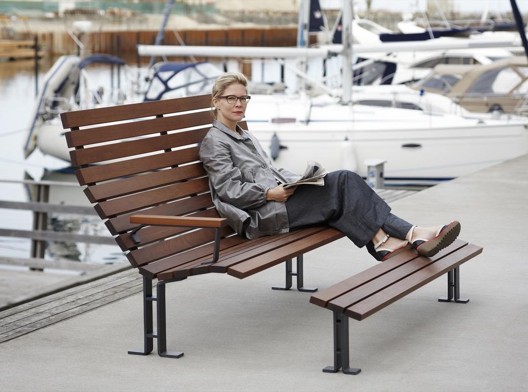 Kajen Loungebank om te relaxen met voetenbankje