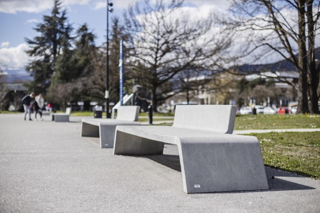Mimetic bank is perfect voor de openbare buitenruimte