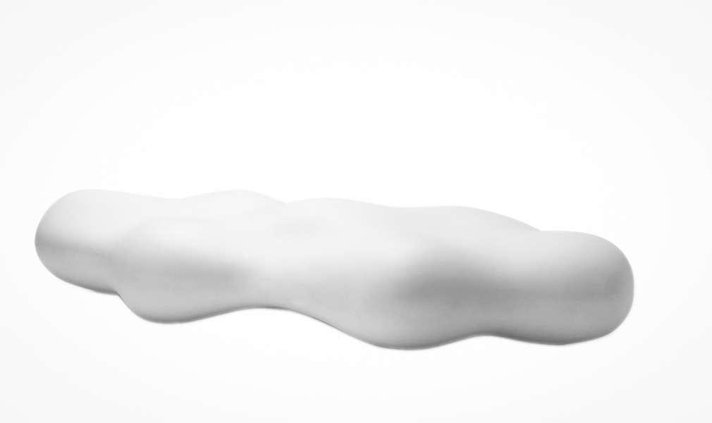 Lava bank in de vorm van een wolk van kunststof met ronde vormen organische bank voor openbare ruimte inrichting winkelcentrum hal ontvangst kantoor bedrijf entree ontvangst praktijk origineel oranje straatmeubilair buitenmeubilair voor publieke ruimte