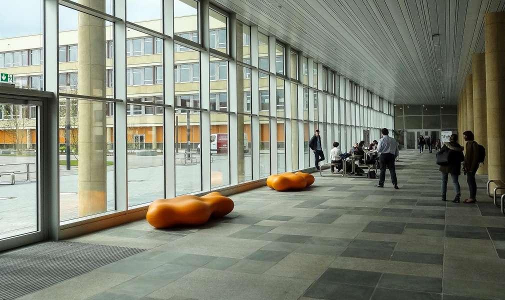 Lava bank in de vorm van een wolk - oranje voor bedrijf, kantoor of winkelcentrum