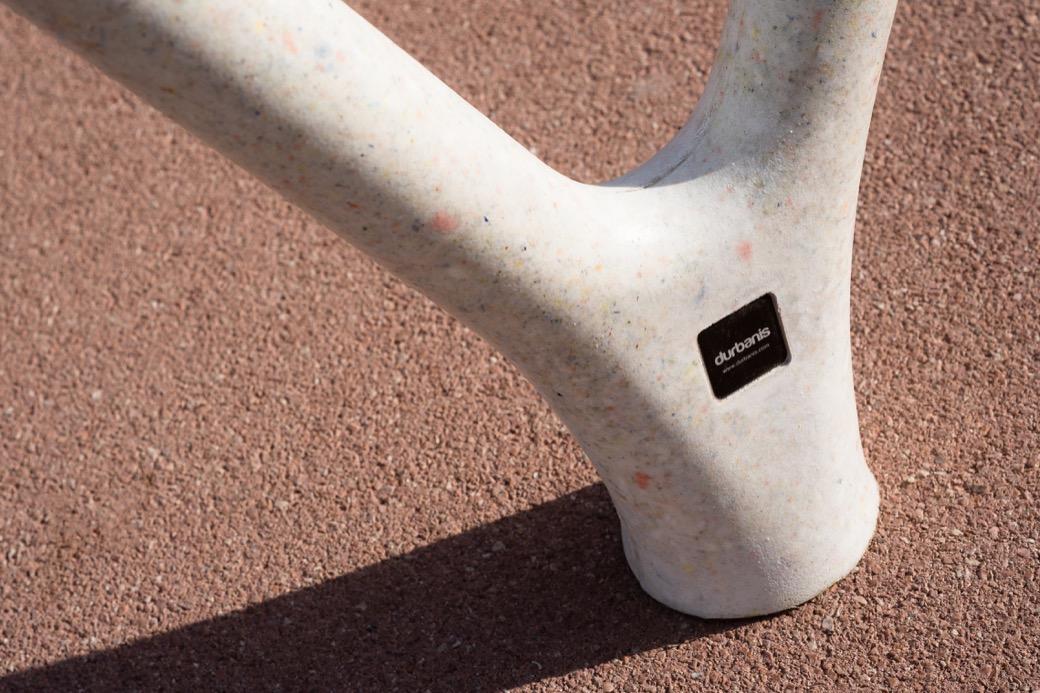 Loclock fietsbeugel van polyethyleen met UHPC betonwapening