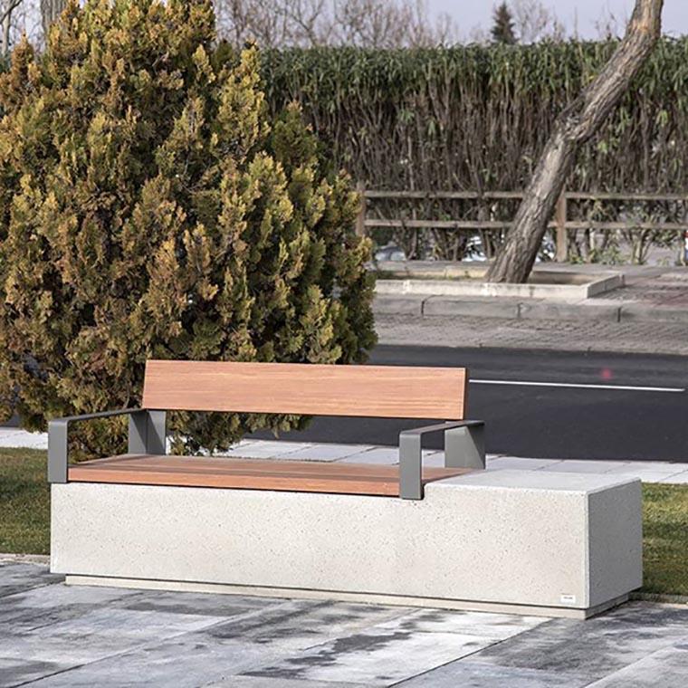 Log bank van beton is vandalismebestendig en hufterproof