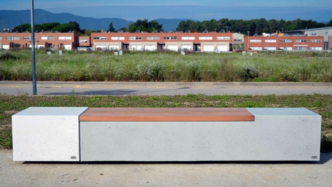Log bank van beton perfect voor openbare ruimte