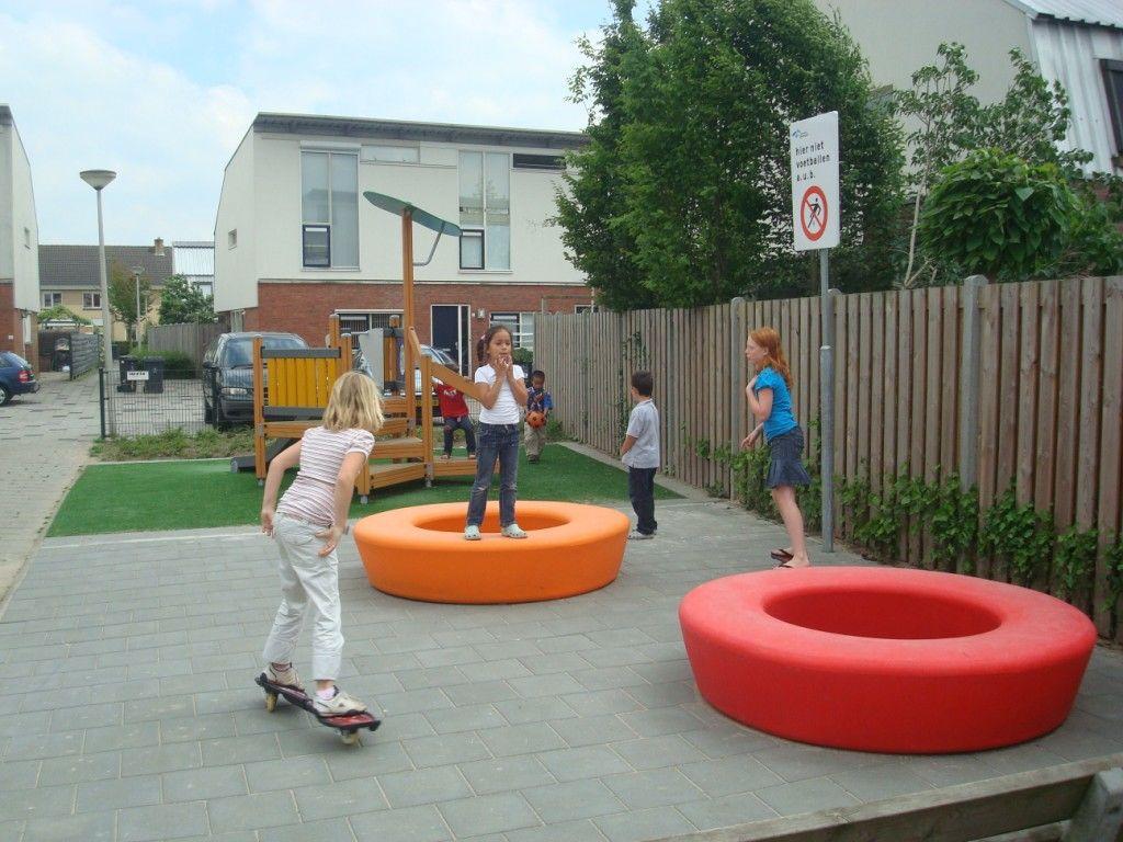 Loop bank rond is ook een speelelement voor kinderen