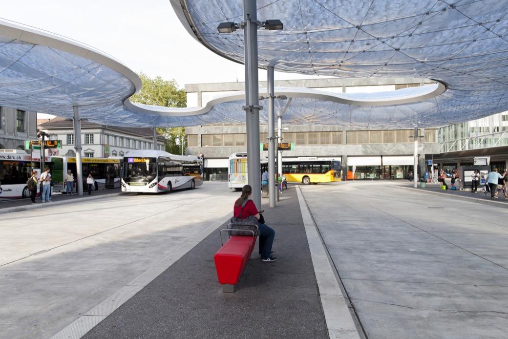 Loop Line Bank speels zitelement voor gezellige omgeving