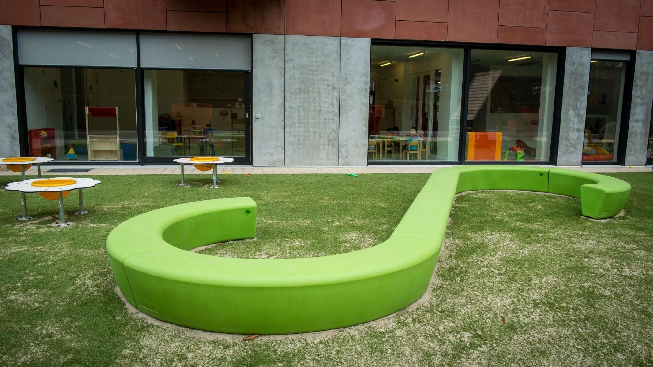 Loop Line Bank nodigt kinderen uit om te zitten
