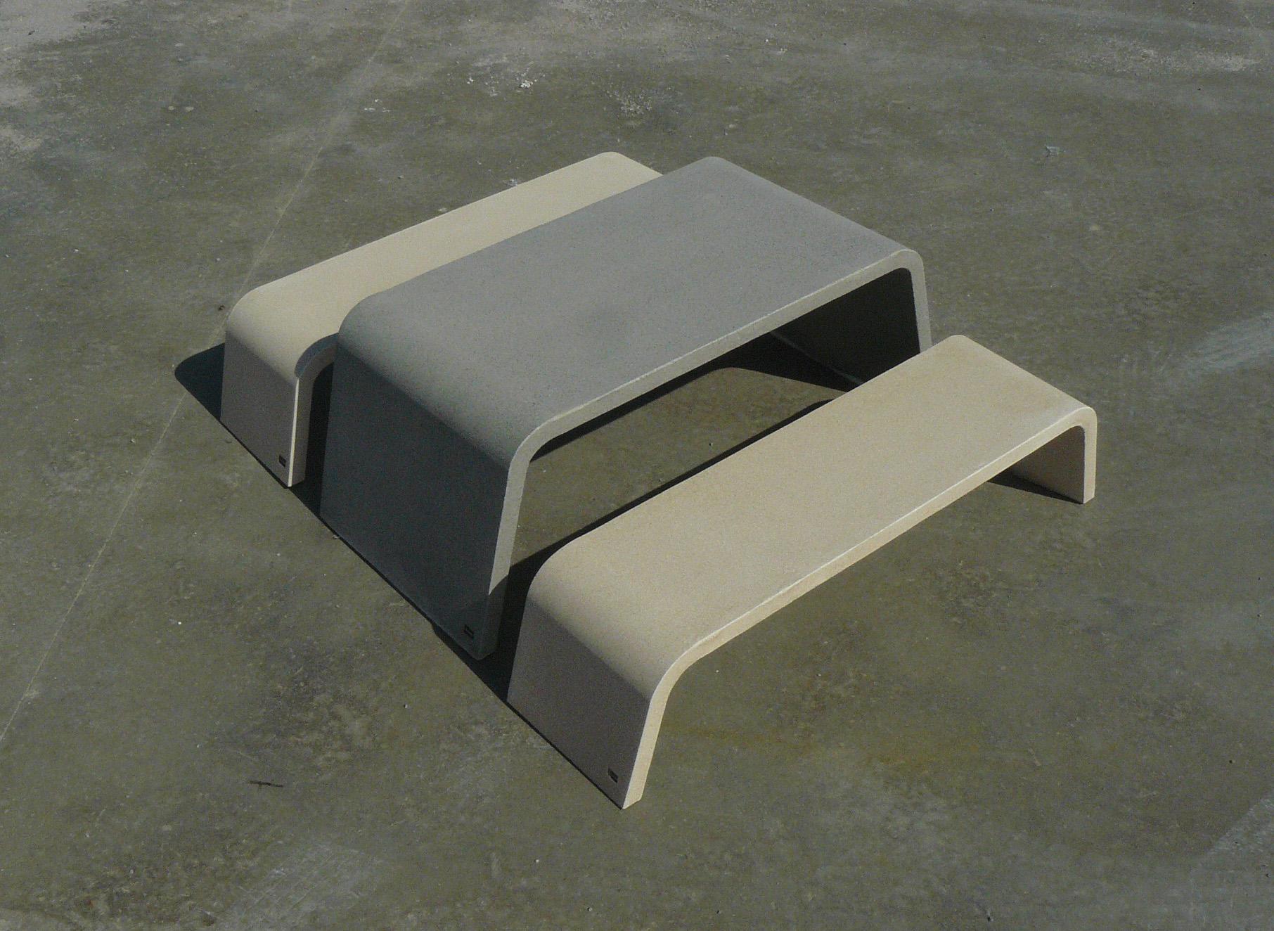 Mimetic tafel van beton voor de buitenruimte