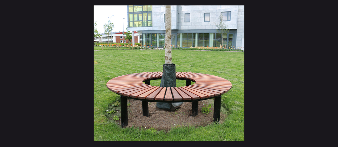 Orm bank geschikt voor parken en andere openbare ruimtes