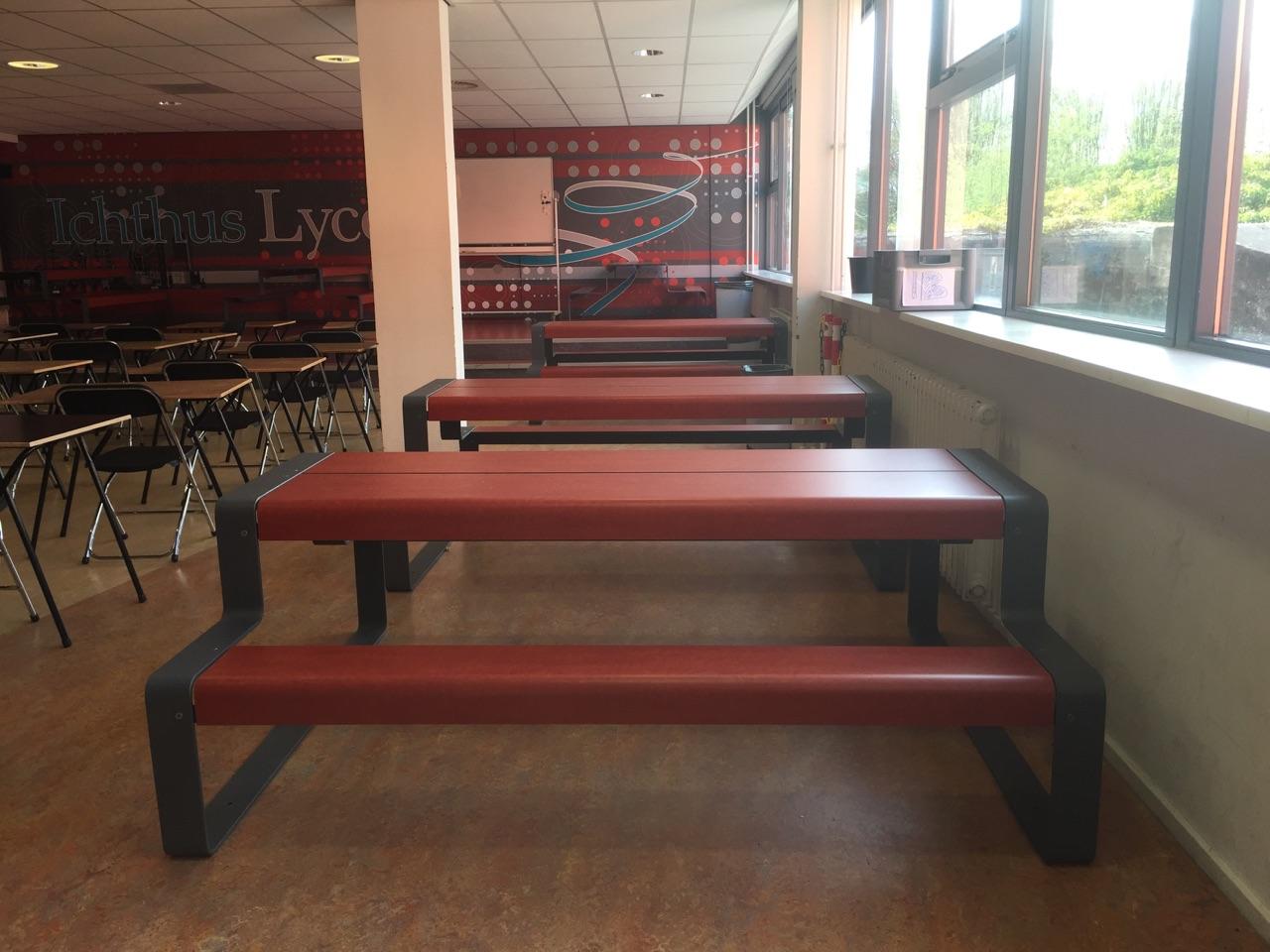 Outline picknicktafel ook geschikt voor binnen op scholen