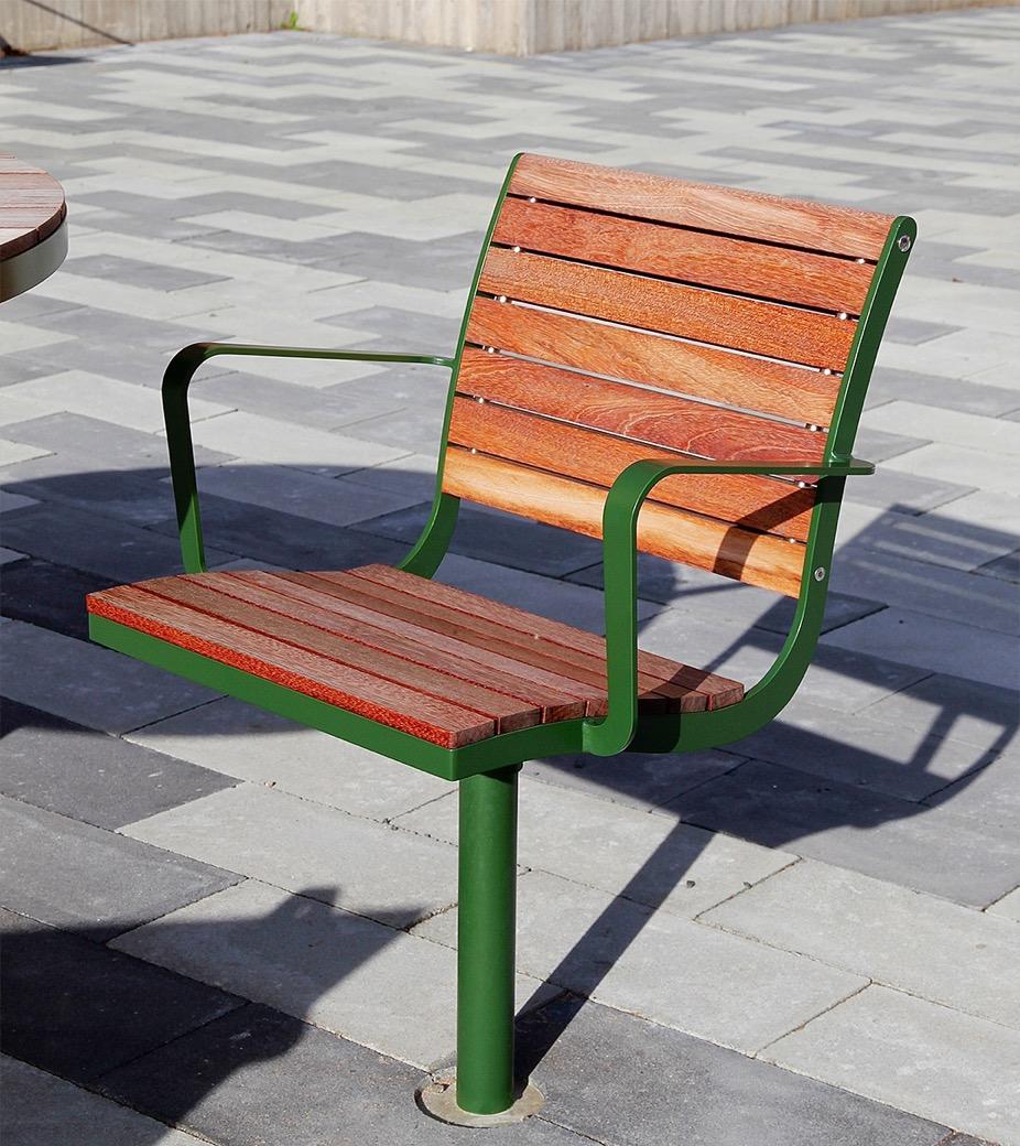 Parco stoel is geschikt voor permanente plaatsing op pleinen en parken