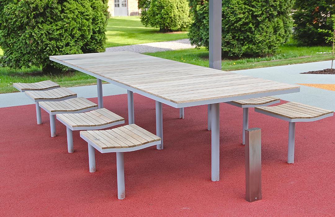 Parco tafel met bijpassende Parco stoelen voor een gezellige buitenplek