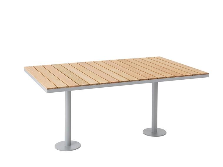 Parco tafel houten blad met stalen onderstel vierkant of rechthoekig met voeten die vast gezet kunnen worden in de grond