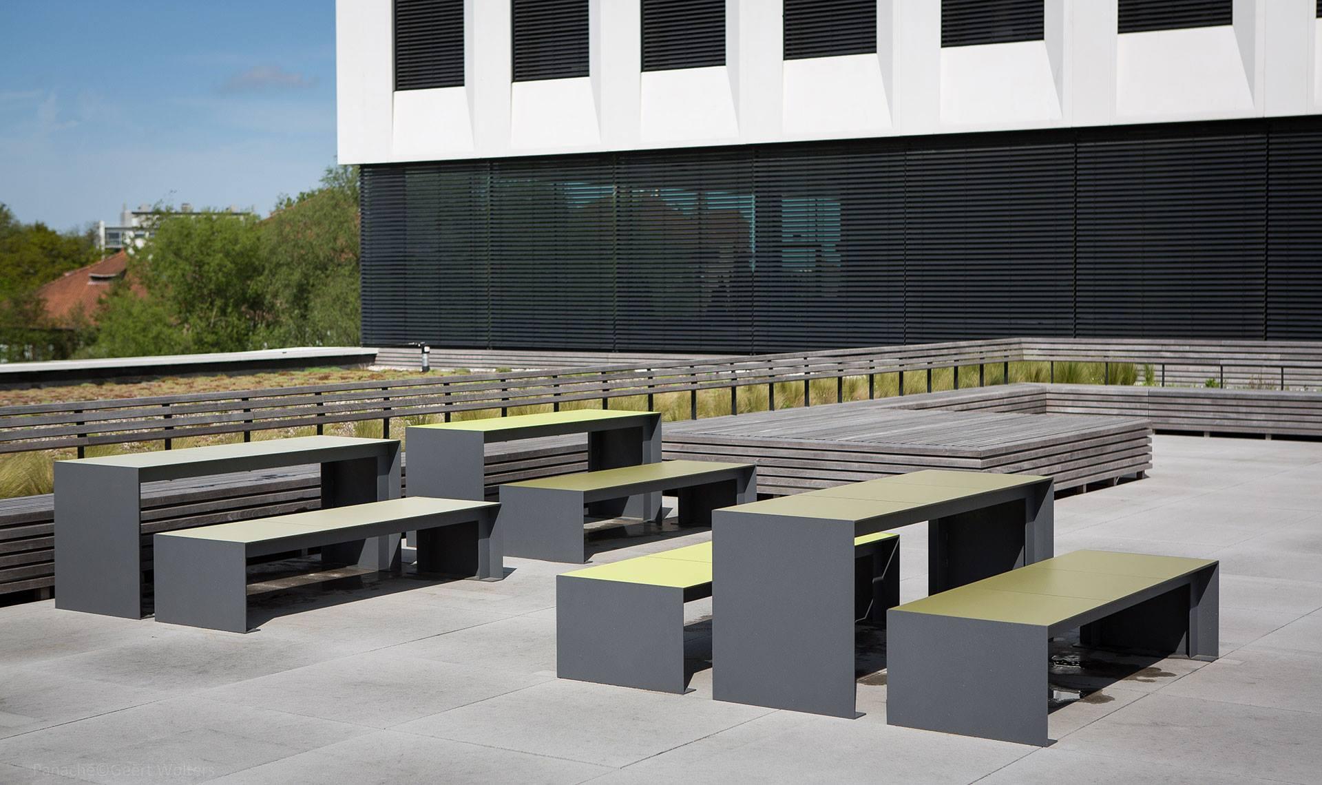 Passepartout HPL bank voor buitenruimtes kantoren en universiteiten
