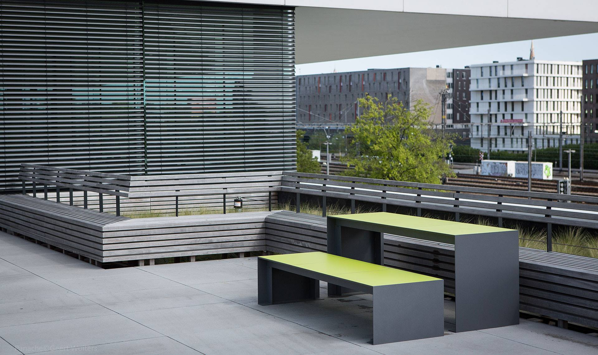 Passepartout HPL bank voor de openbare buitenruimte